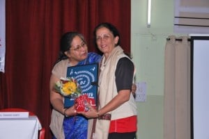 Vasanti Joshi Felicitated by UWAP Trustee Dr Nita Mawar
